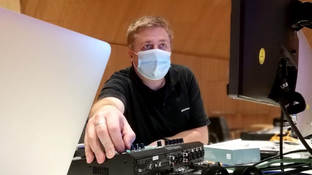 Pionier Daniel Klahr während eines Einsatzes für einen Livestream.